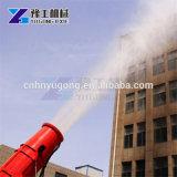Il cannone della nebbia spolvera la macchina della pistola a spruzzo sulla pianta della costruzione