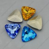 Pedra de cristal da fantasia da parte traseira do ponto da cor do Ab da forma do triângulo