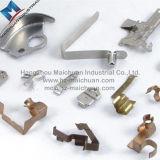 Verschiedene Arten des Metalls Teile stempelnd