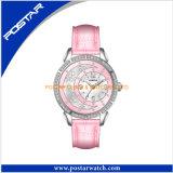 女性は一義的飾るGenunieの革で水晶腕時計を作る