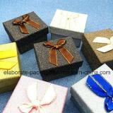 Mini pacchetto variopinto dei monili del contenitore di monili del documento Handmade bello