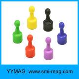 Imán transparente de los contactos de los pasadores magnéticos de la chincheta (color al azar)