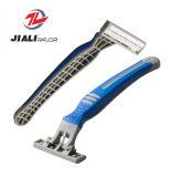 かみそりを剃るよく青いハンドルの三倍の刃
