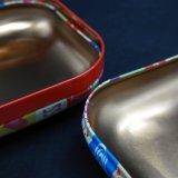 小さく新しい正方形の多彩な宝石類の錫ボックスか容器(S001-V11)