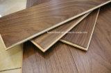 Plancher en bois conçu par noix américaine huilé ciré