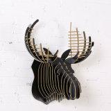 木のクラフトによって創造的なDIYは装飾のシカのヘッドハングが家へ帰る