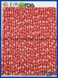 Eco amical, couleur rouge avec la paille de papier d'automne de neige