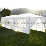 Het openlucht Strand dat van de Markttent Pop omhooggaande Tent, de Grote Markttent van het Huwelijk van de Partij van de Gebeurtenis Openlucht vouwt