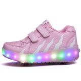 LEDのローラースケートは靴の上の子供のローラースケートの靴Rollerlightに蹄鉄を打つ
