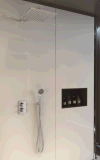 Faucet fixado na parede do chuveiro do controle de temperatura