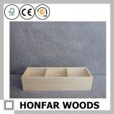簡単な様式の木箱の精油ボックス
