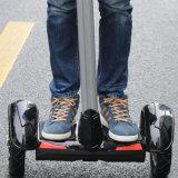 Erwachsen-und des Kind-zwei Rad-Selbst, der elektrischen Roller balanciert