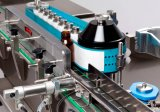 Máquina líquida automática com a máquina de etiquetas tampando do engarrafamento