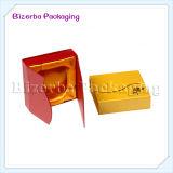 다채로운 현대 보석 세트를 가진 포장 선물 상자