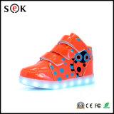 2017 fábrica al por mayor de recarga Flash de Niños zapatillas de deporte al por mayor calza con luz LED