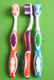 Cepillo de dientes adulto con limpiador lingual