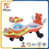 Belle conduite d'aile de bébé sur le véhicule de jouet avec la vente en gros de dossier