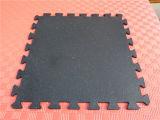 連結のゴムタイルの多彩なゴム製ペーバーの連結の体操の床はゴム製タイルをリサイクルする