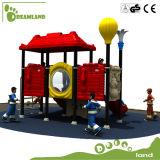 En gros parc Jeux de plein air extérieure avec toboggan en plastique