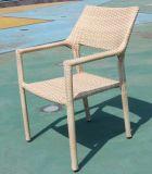 Modernes im Freienhotel, das des Möbel gesetztes PET Rattan-aus Weiden geflochtene quadratische Tisch-und Stapel-4PCS Gaststätte-Stühle speist
