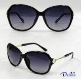 Gafas de sol plásticas de la manera del diseñador a estrenar para las mujeres/señora (DP1218YZ)