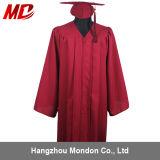 Gland marron en gros de robe de chapeau de graduation de lycée
