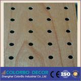 El panel acústico perforado canal de madera de la tira