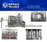 Embotelladora automática del agua potable en empaquetadora de relleno