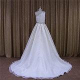 Um vestido nupcial de vestido de casamento de Organza do ombro