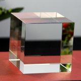 コーナー・カットの上の過透性K9のクリスタル・ブロックおよび水晶の立方体