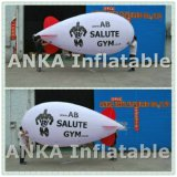 Im Freienbekanntmachenhelium aufblasbarer Zeppeline Ballon
