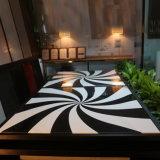 Tabela e cadeira de superfície contínuas acrílicas de mármore brancas do restaurante