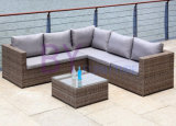 屋外の余暇のホテルのバルコニーの藤の家具の藤のソファーによって442