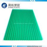 El panel verde cristalino de la depresión del policarbonato con la capa ULTRAVIOLETA