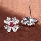 Rubino Fiore-A forma di dello Synthetic dell'intarsio degli orecchini dell'argento sterlina di modo 925 delle donne