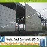 現代デザイン工場研修会の鉄骨構造の建物