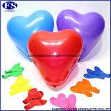 赤い中心の形の党および結婚式のための膨脹可能なヘリウムの気球