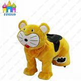 Finego ha farcito l'automobile animale ambulante di giri della famiglia di divertimento del giocattolo della tigre