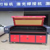 Machine de laser de CO2 de commande numérique par ordinateur d'alimentation automatique pour le découpage et la gravure Jieda