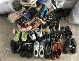 Einen verwendeten Sport/athletischen Schuhe/zweite ordnen Handschuh-niedrigster Preis