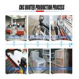 Cnc-Holzbearbeitung, die Maschine CNC-Fräser-Maschine mit Drehzubehör schnitzt