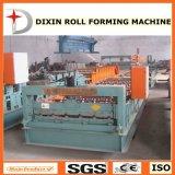 機械を形作る金属板ロール