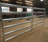 馬の塀のパネルは牛塀のパネルにパネルをはめる