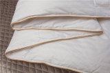 1cm Streifen-Hotel-Bettwäsche-Gebrauch-von mittlerer Qualität Hütten-König Size Quilt