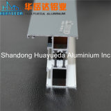 El polvo cubierto sacó los perfiles de aluminio/Windows y las puertas de aluminio