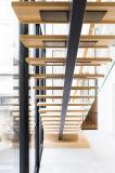Conception en escalier en bois en bois de chêne préfini