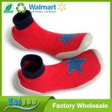 Calcetines de goma de Soled del algodón lindo caliente al por mayor de los niños