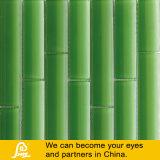 Mosaico de bambú del diseño para la pared en blanco rojo verde