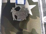 最も新しい3D記念品はリボンが付いている亜鉛合金のマラソンメダルに金属をかぶせる