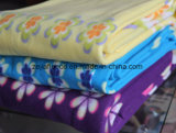 花プリントが付いている敷布の羊毛ファブリック